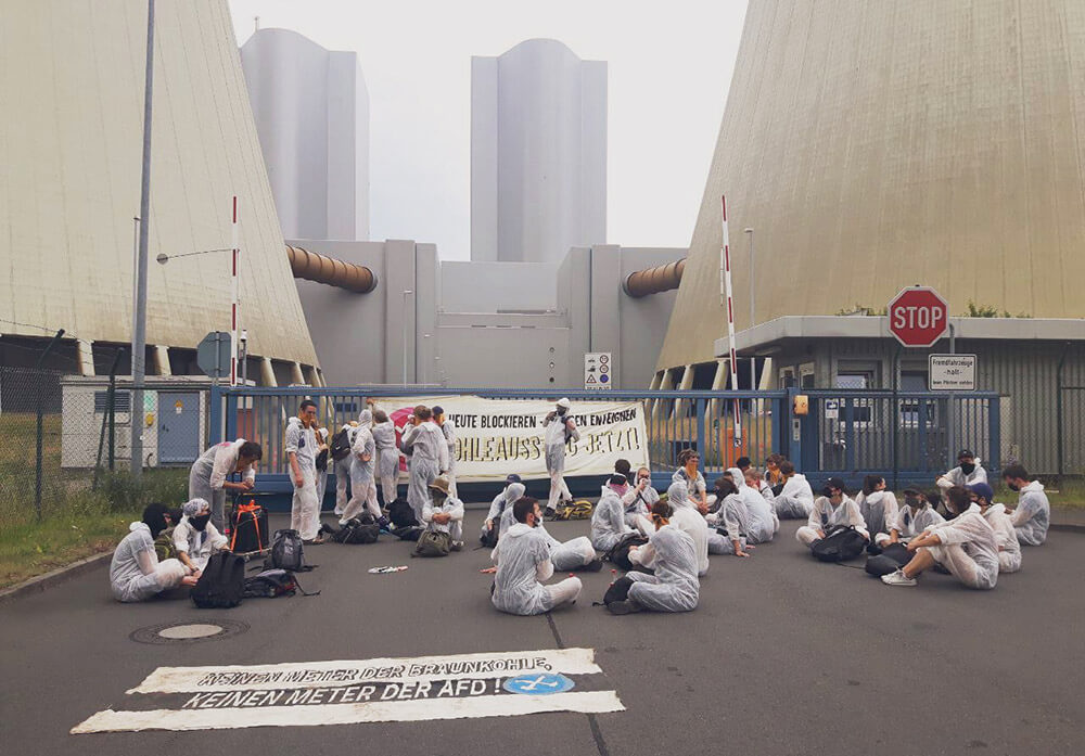 Rebels blocking access to a power plant