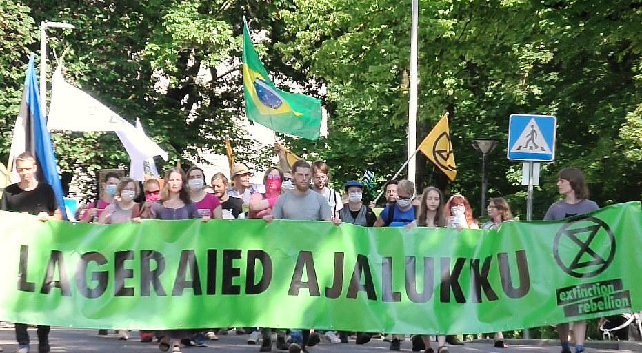 Estonian rebels demonstrating